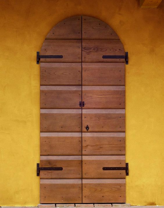 portoni in legno massello antichi