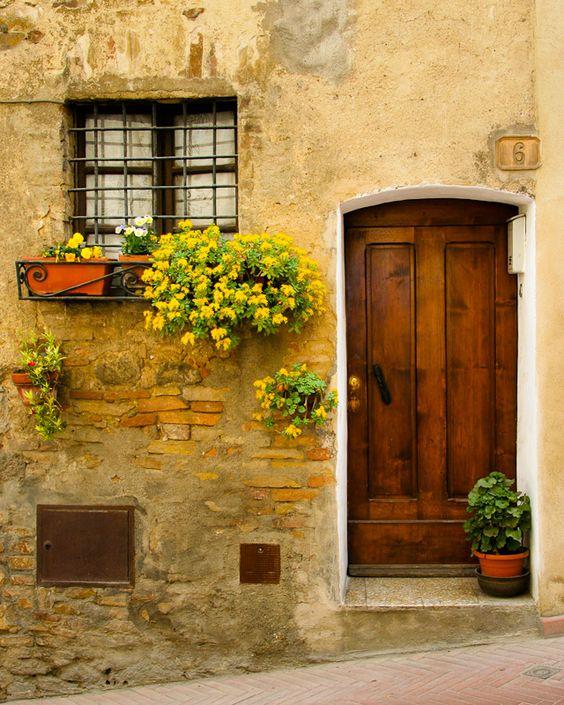 Realizziamo infissi artigianali in legno massello porte for Foto case antiche