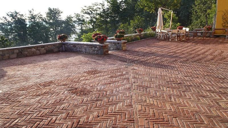 pavimenti-in-cotto-rettangolare-fatto-a-mano-grezzo-sabbiato-monocolore-fornace-fonti-srl-pavimento-per-esterno-13069-prodotto
